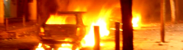 brennendes auto athen